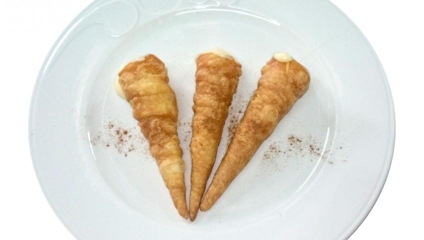 Canutillos rellenos de crema pastelera