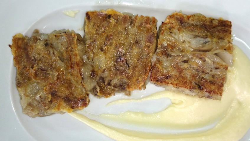 Manitas de cerdo deshuesadas a la plancha con salsa